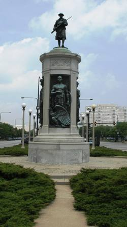"The ""Victory Monument"" at 35th and King Drive in Chicago honors the service of the Eighth Regiment of the Illinois National Guard in World War I."