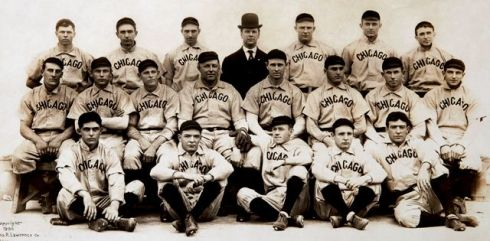 Steinfeldt, third from left, center row, with the 1906 Cubs